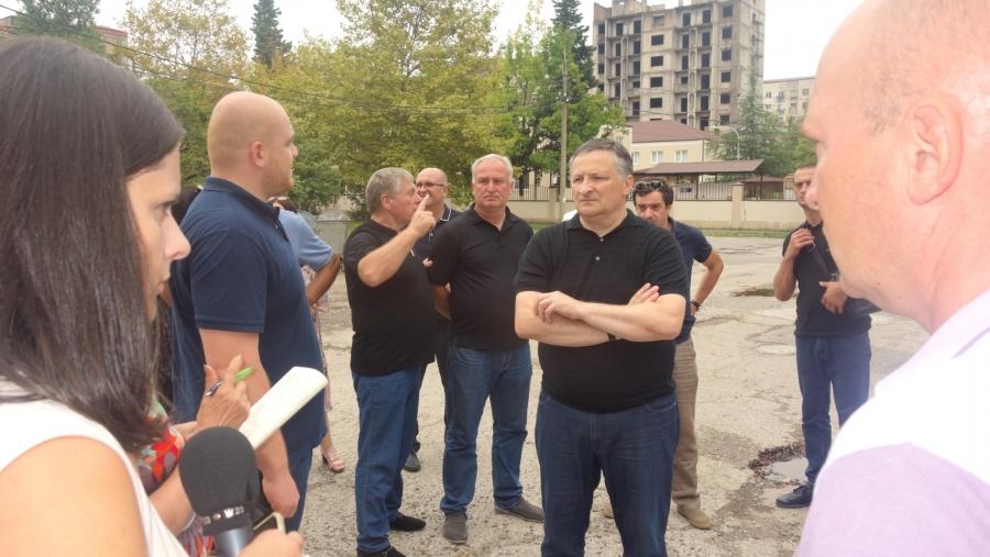Глава Администрации Беслан Эшба побывал с инспекцией в Новом районе столицы