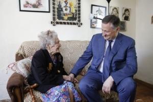 Беслан Эшба поздравил ветеранов ВОВ, проживающих в Сухуме