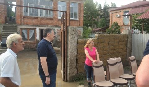 Мэр Сухума проинспектировал места, где сильные дожди нанесли урон горожанам и инфраструктуре города